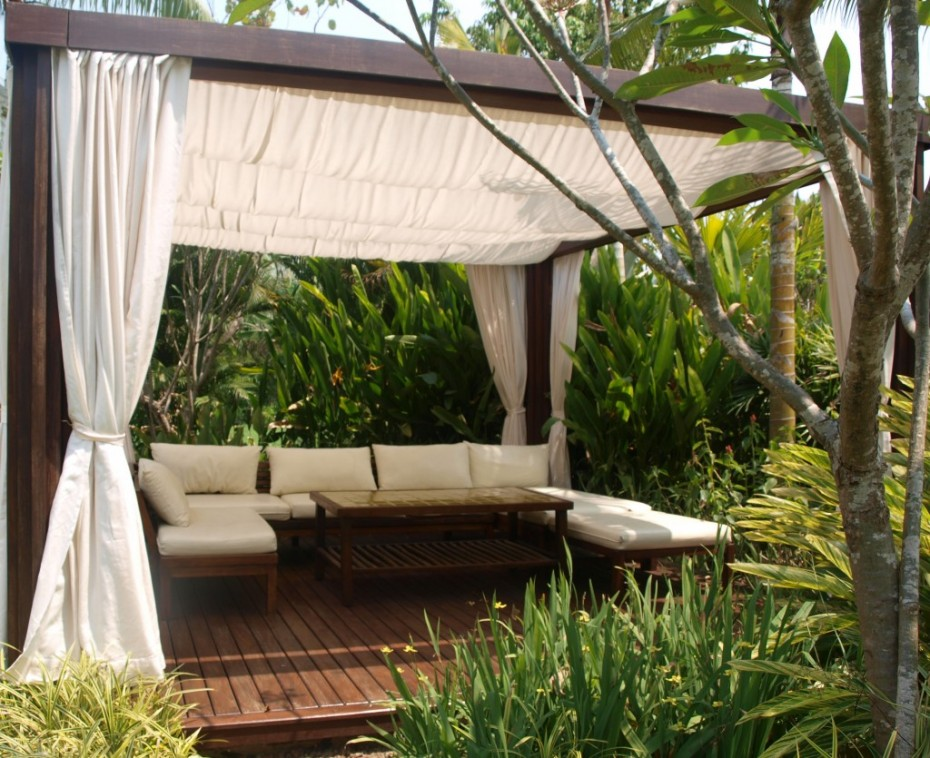perfect-outdoor-relaxing-nest & 20 Stylish Outdoor Canopies For the Home