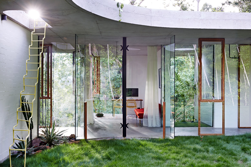 planchonella-house-planned-around-courtyard