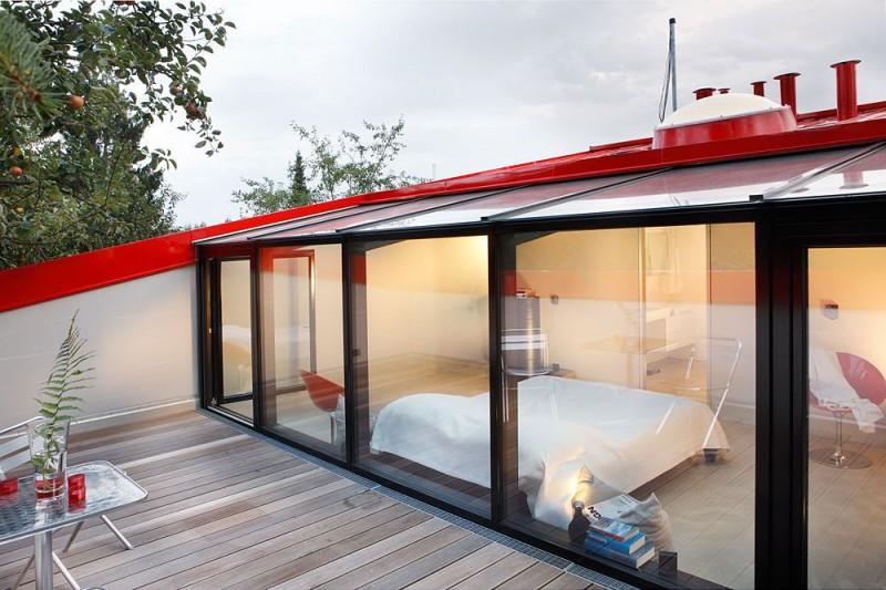 red-house-in-munich-bedroom-terrace