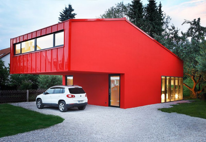 red-house-in-munich-exterior-facade