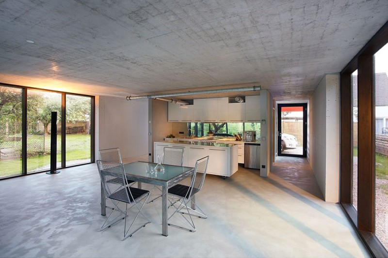 red-house-in-munich-kitchen-at-the-center