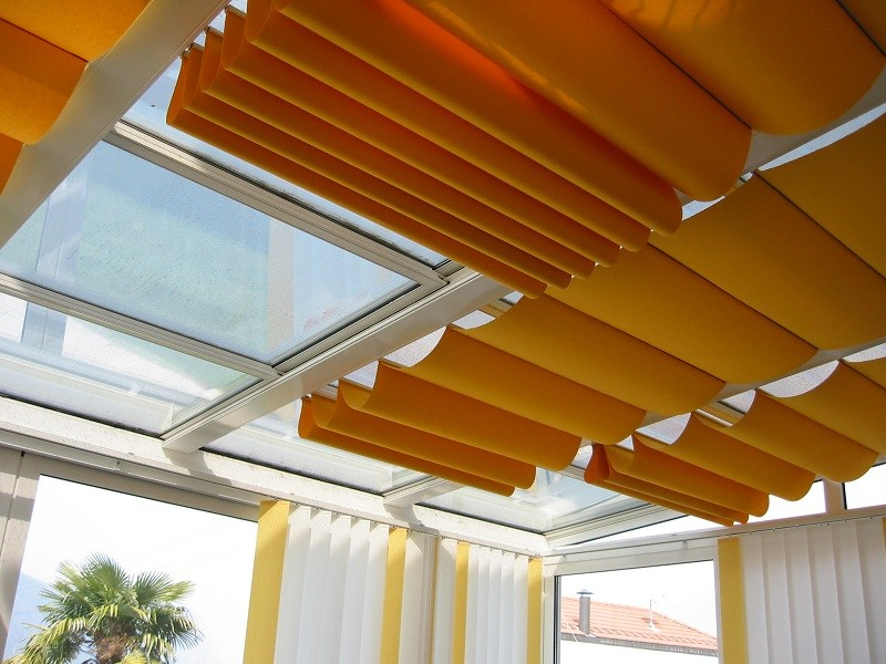 Modern skylight shades to adjust the light with - Cortinas para tragaluz ...