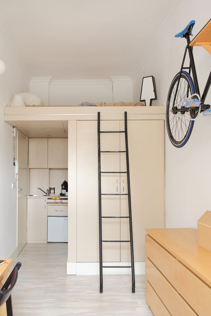 tiny-poland-apartment-kitchentte-and-closet