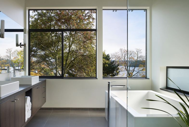 upstairs-bathroom-with-large-views