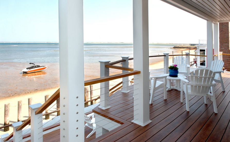 Beach front house with amazing porch