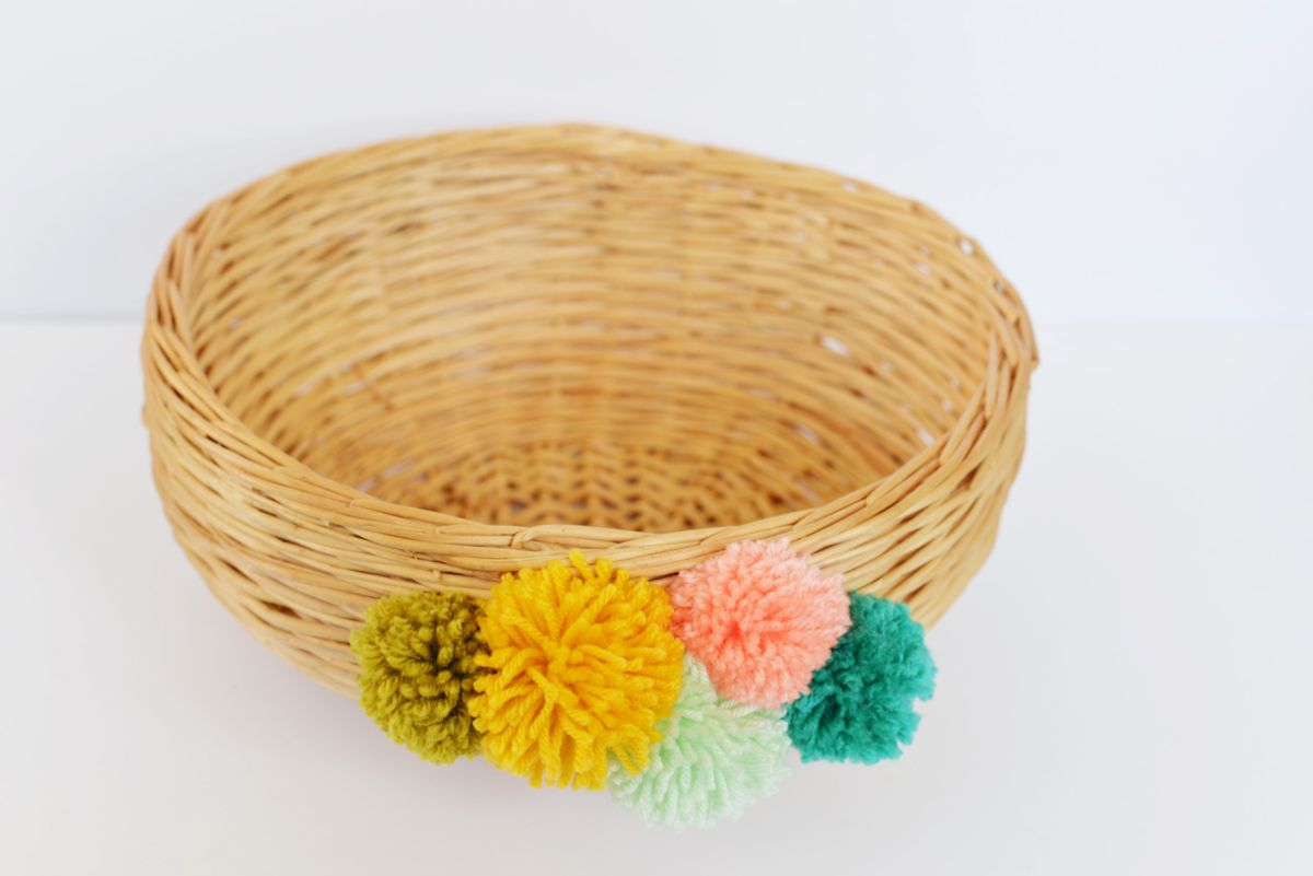 Beautiful DIY Pom Pom Basket Closeer