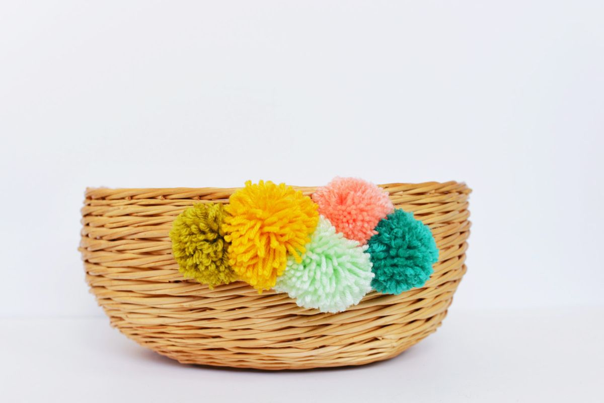 Beautiful Tutorial Pom Pom Basket