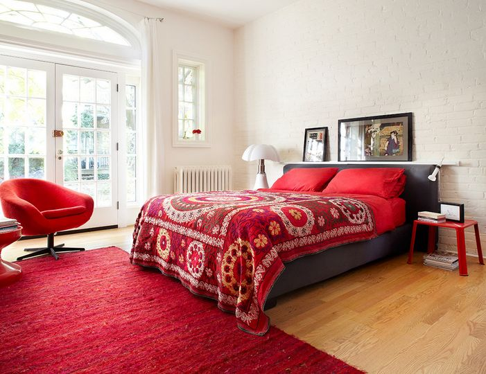 Bright Beutiful Red for Bedroom. Monochromatic Style in the Bedroom  One Color  Many Meanings