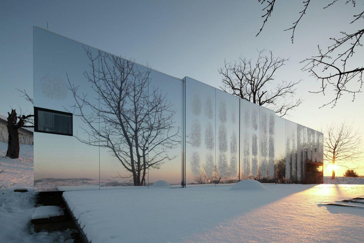 Casa Invisible concept facade reflects landscape
