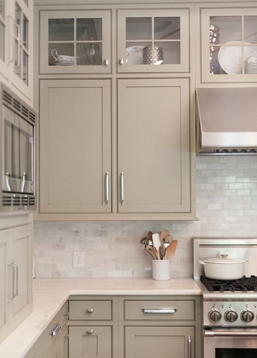 Choosing kitchen cabinet color