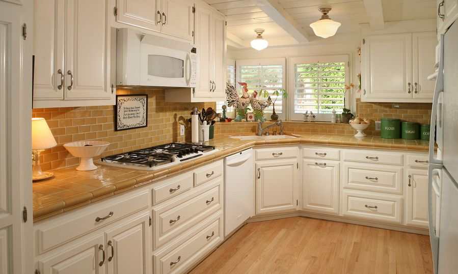 Genial Corner Kitchen Layout With Tiles On Countertop