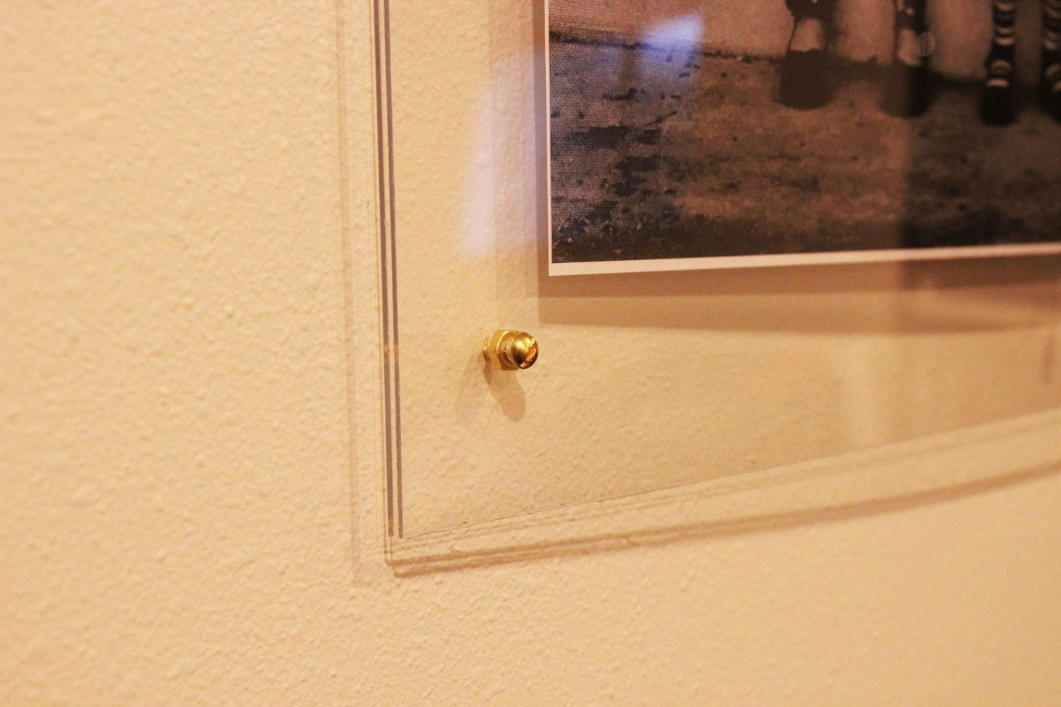 DIY Faux Lucite Frame Corners Closer