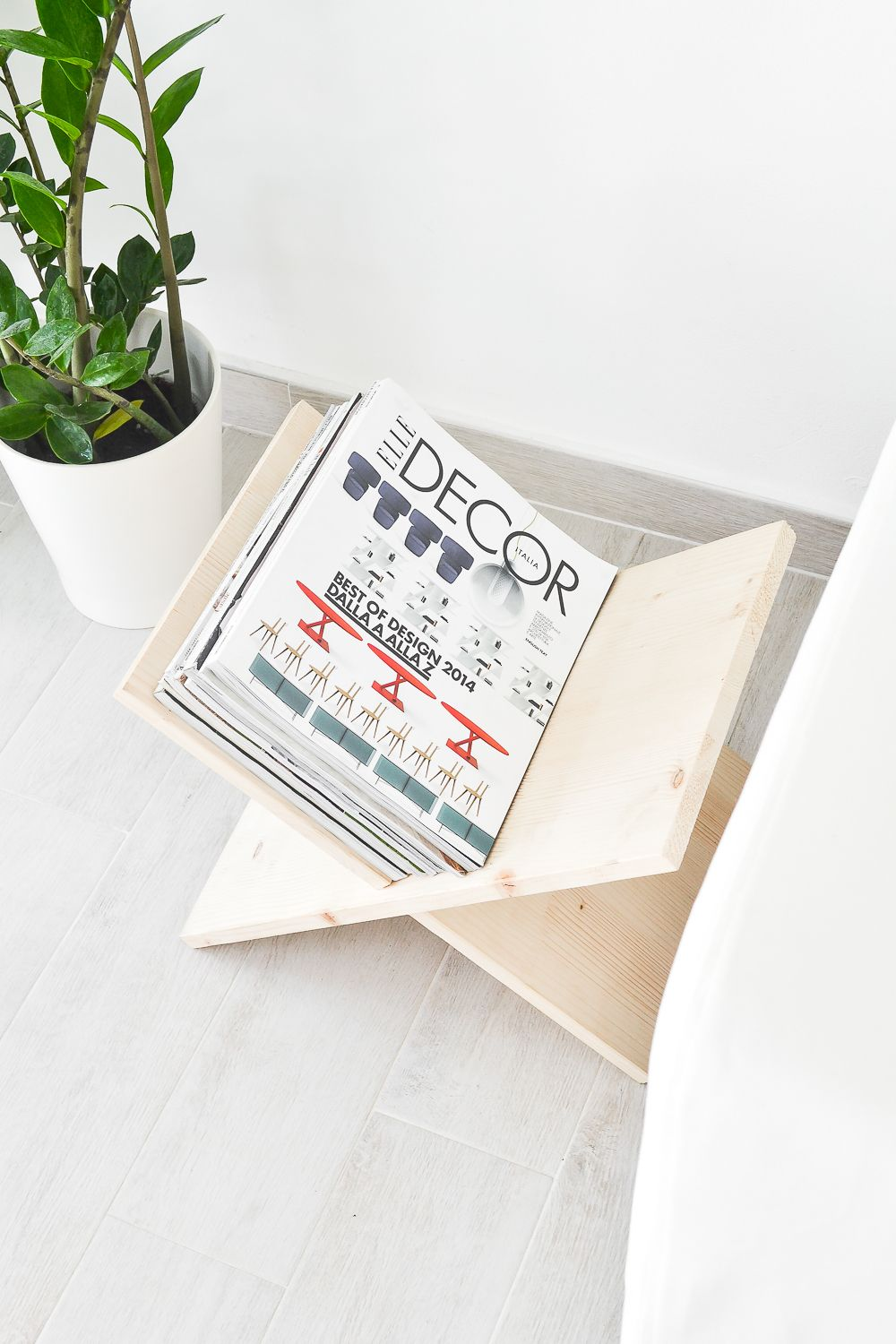 DIY Wooden Magazine Holder Top