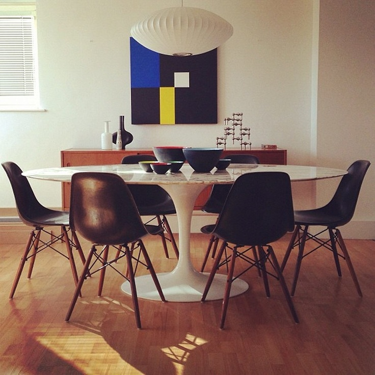 Eames Molding Chairs With Tulip Table Design