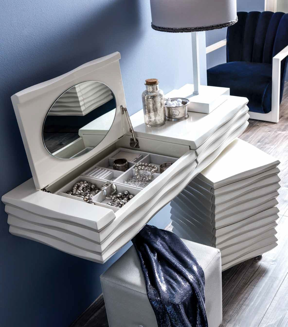 Ebon dressing table in white
