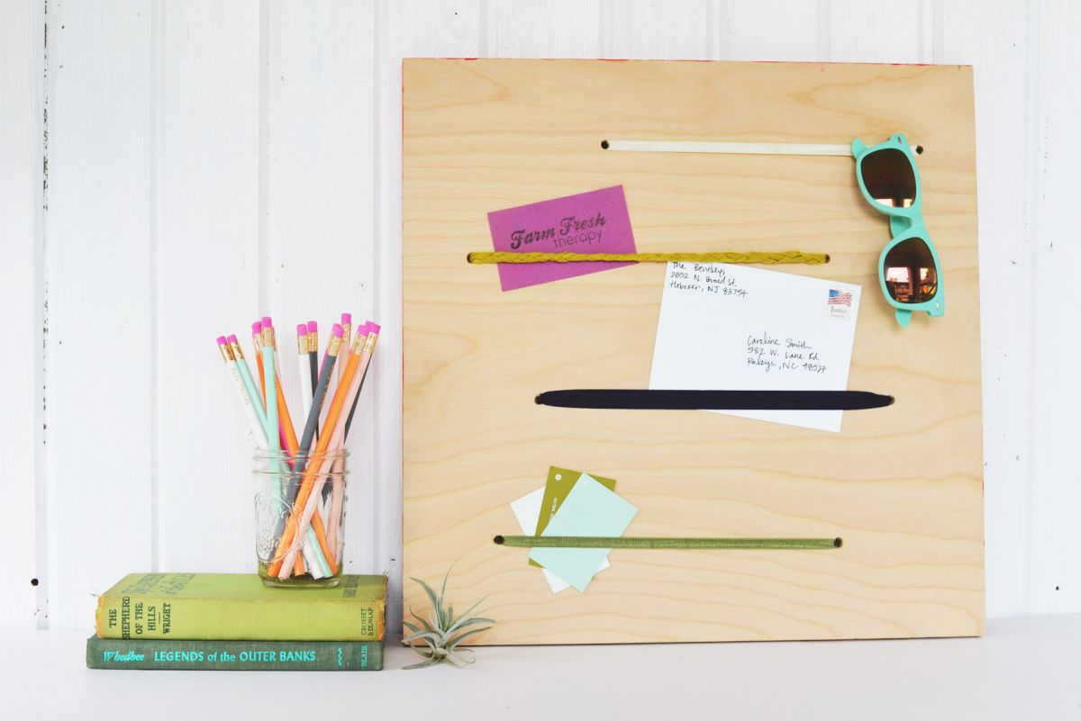 Plywood and Elastic Memo Board