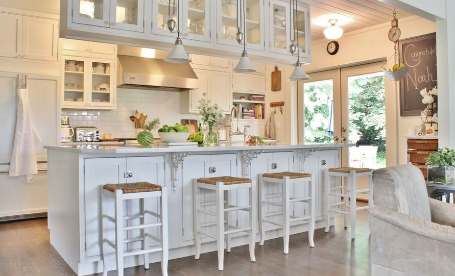 Family farmhouse white kitchen design