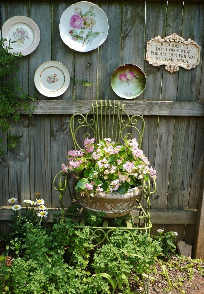 How to beautify your house outdoor wall decor ideas for How to decorate a backyard