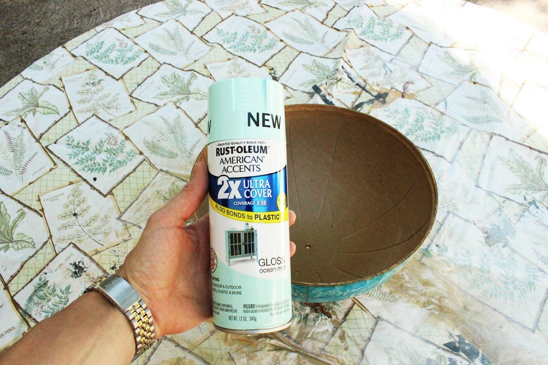 Globe spray paint
