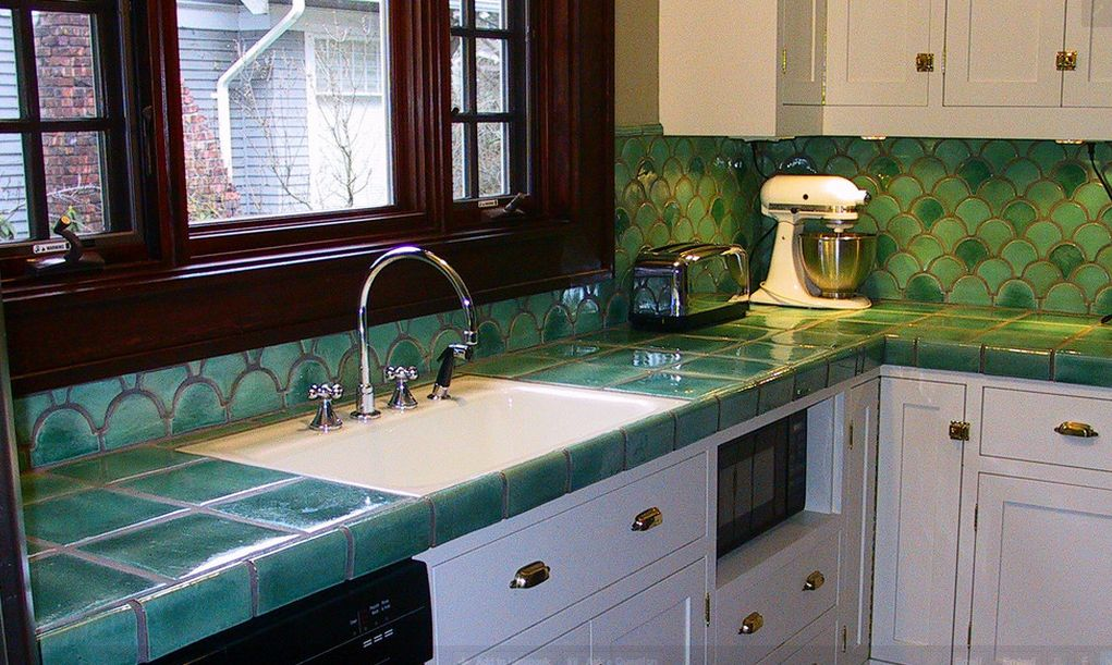 Green tiles for kitchen countertop