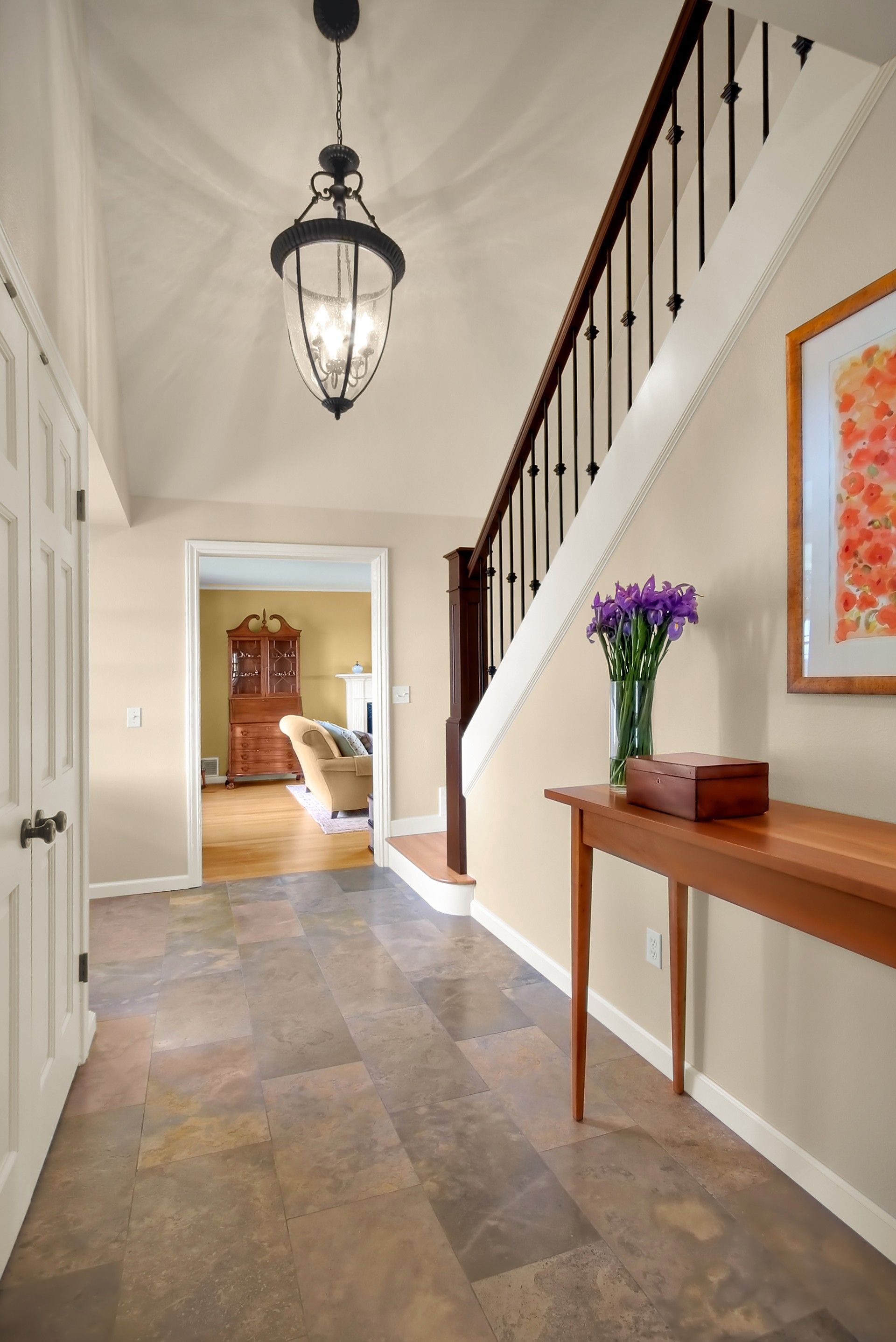 Light neutral entryway
