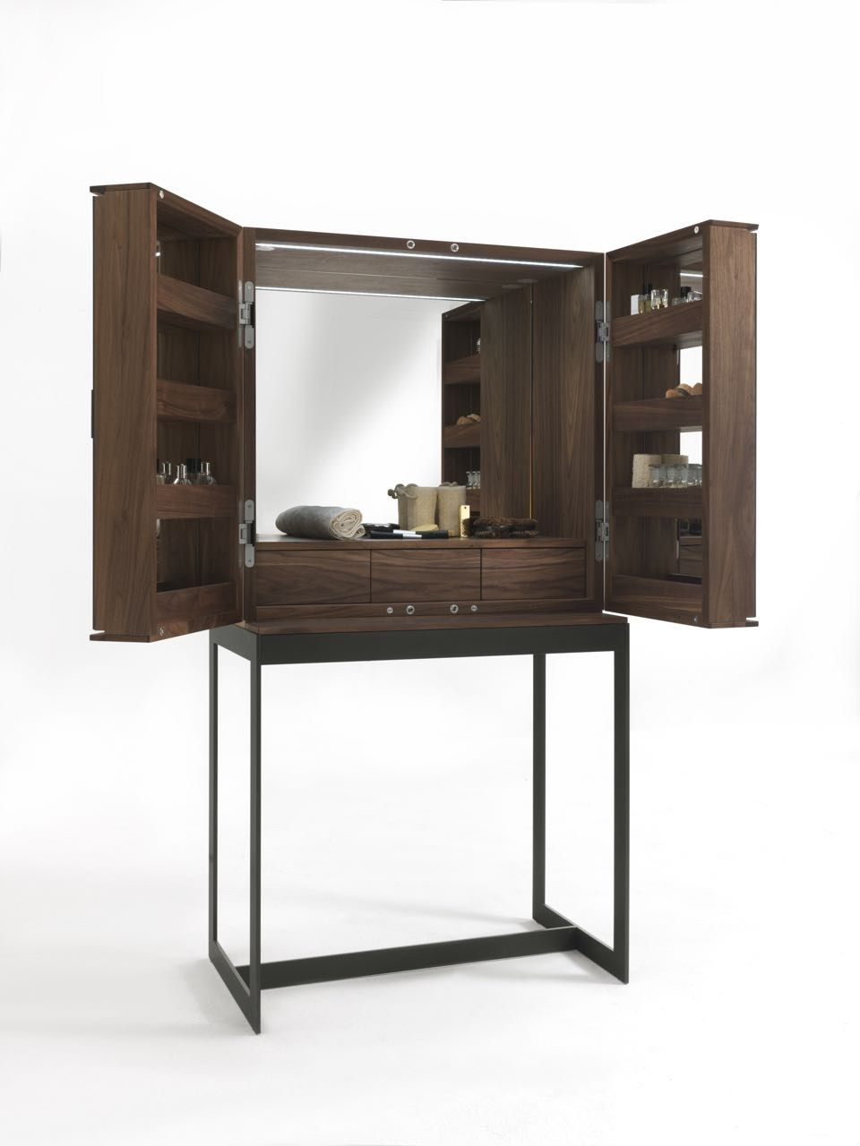 Dressing tables with mirrors reflect the beauty of the d cor for Beauty parlour dressing table images