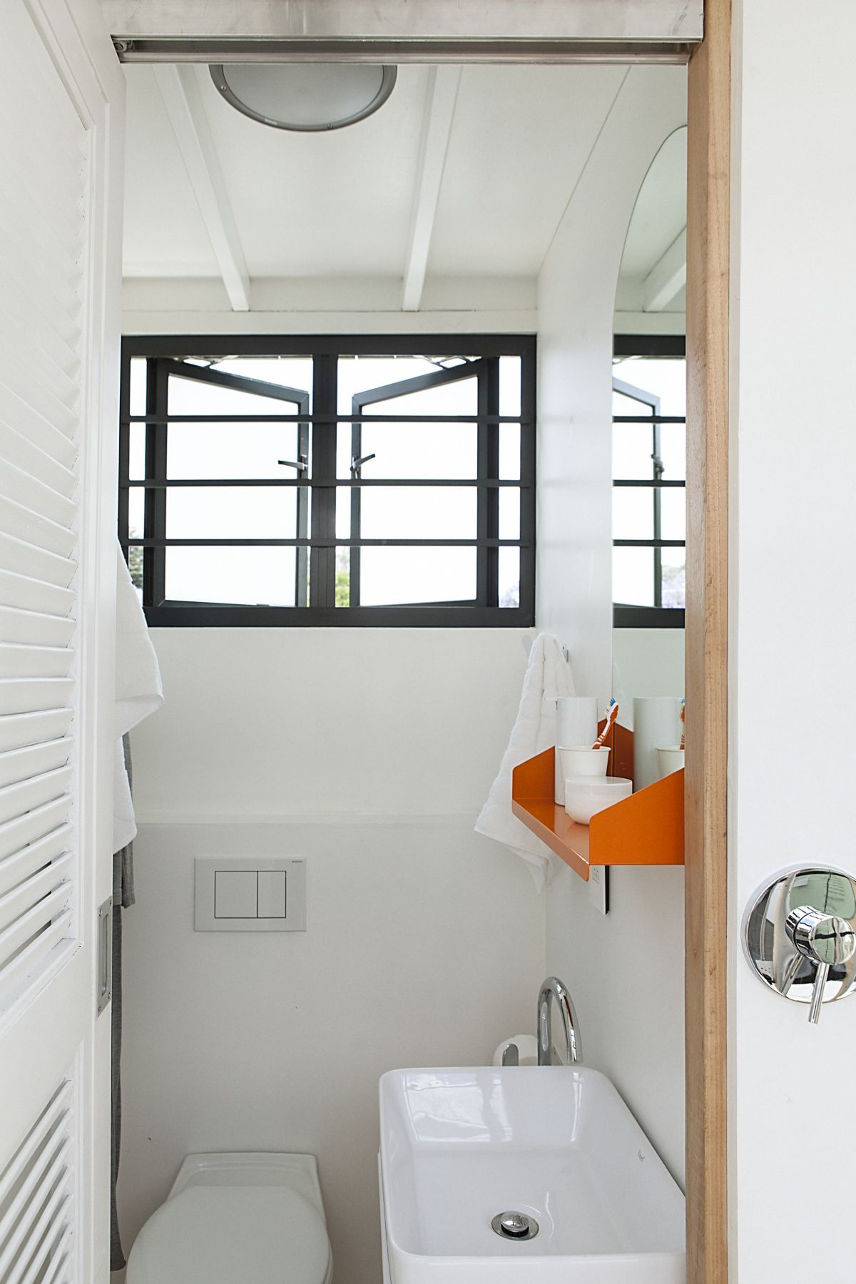 Pod iDLADLA bathroom interior photographed by Brett Rubin