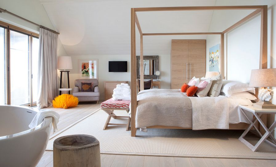 Refined neutral bedroom open space