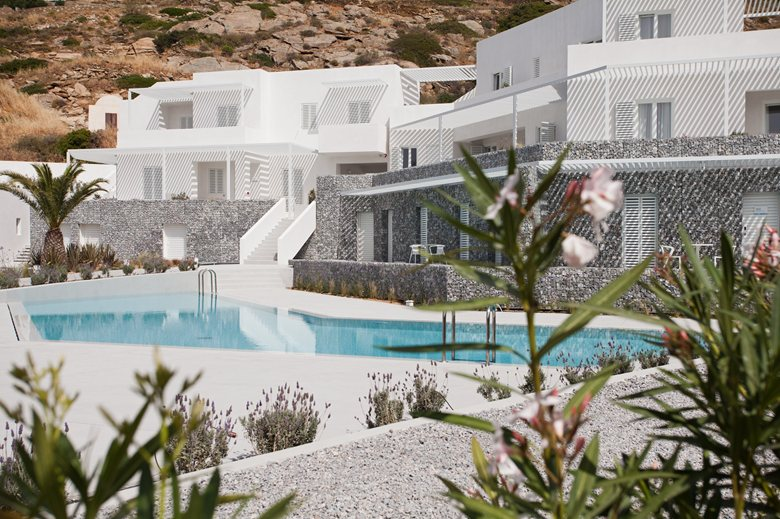 Relux Ios Island Hotel Pool und umliegende Vegetation