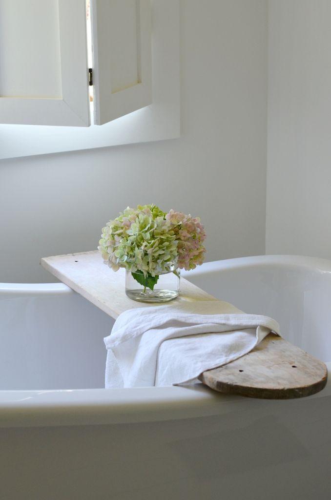 Round edge bathtub tray