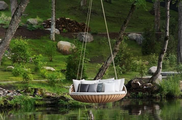 Round swingrest wicker garden