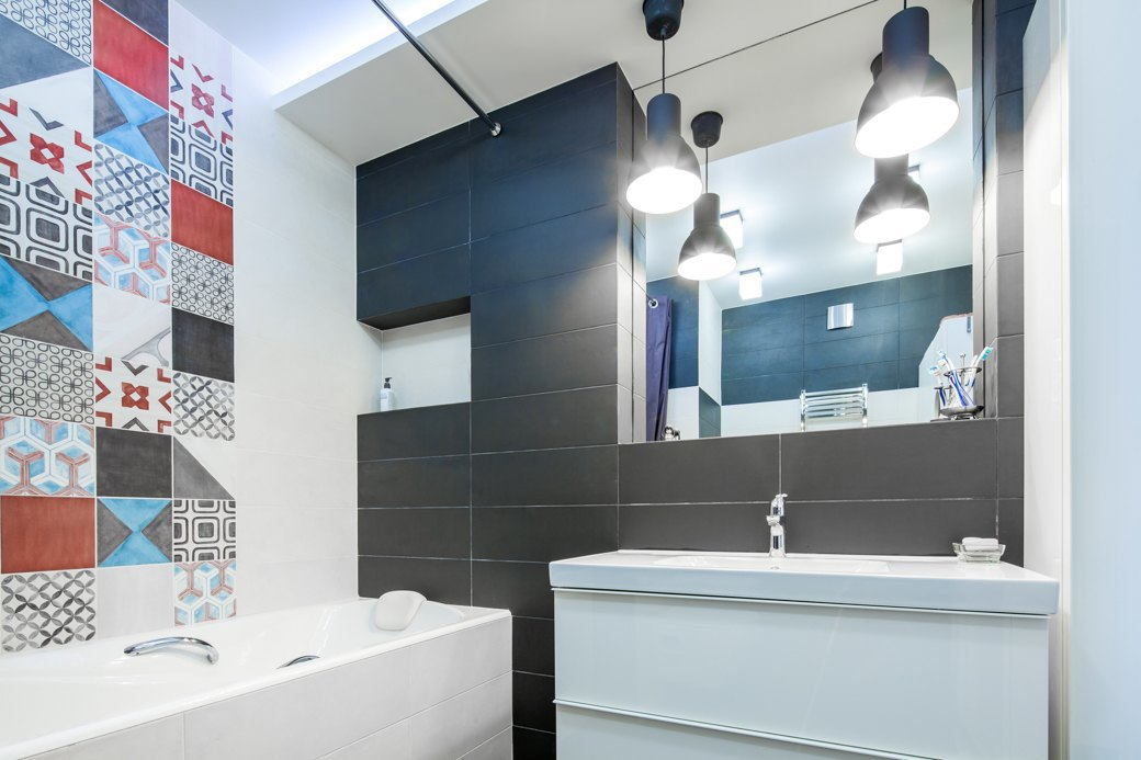 Small apartment with fresh design bathroom shower niche
