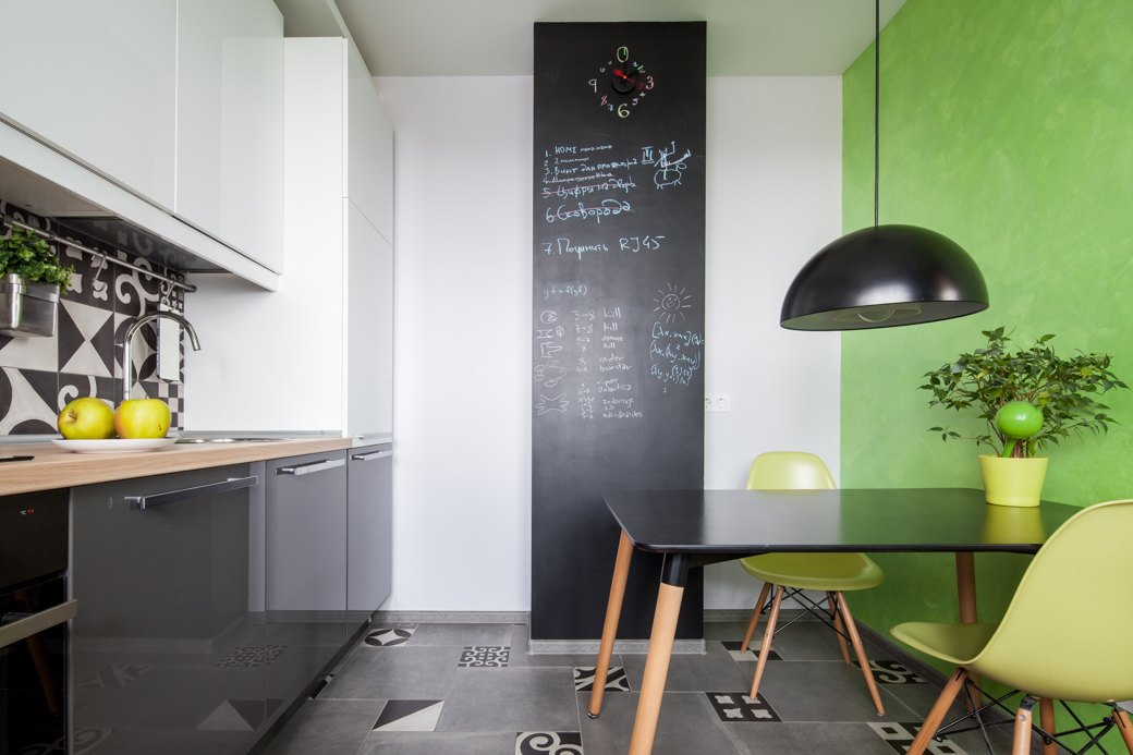 Exceptionnel Small Apartment With Fresh Design Kitchen Green Wall