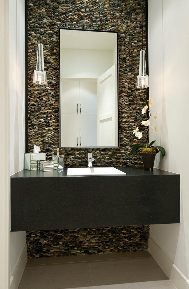 Small Bathroom Space Decorate With Pebbles