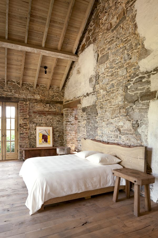 Stone or brick walls for a rustic decor