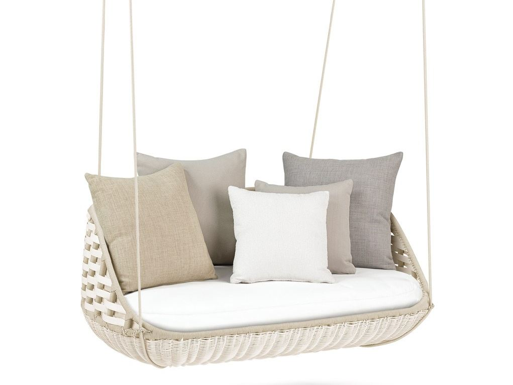 Modern hanging chairs take the coziness outside - Fauteuil suspendu ikea ...