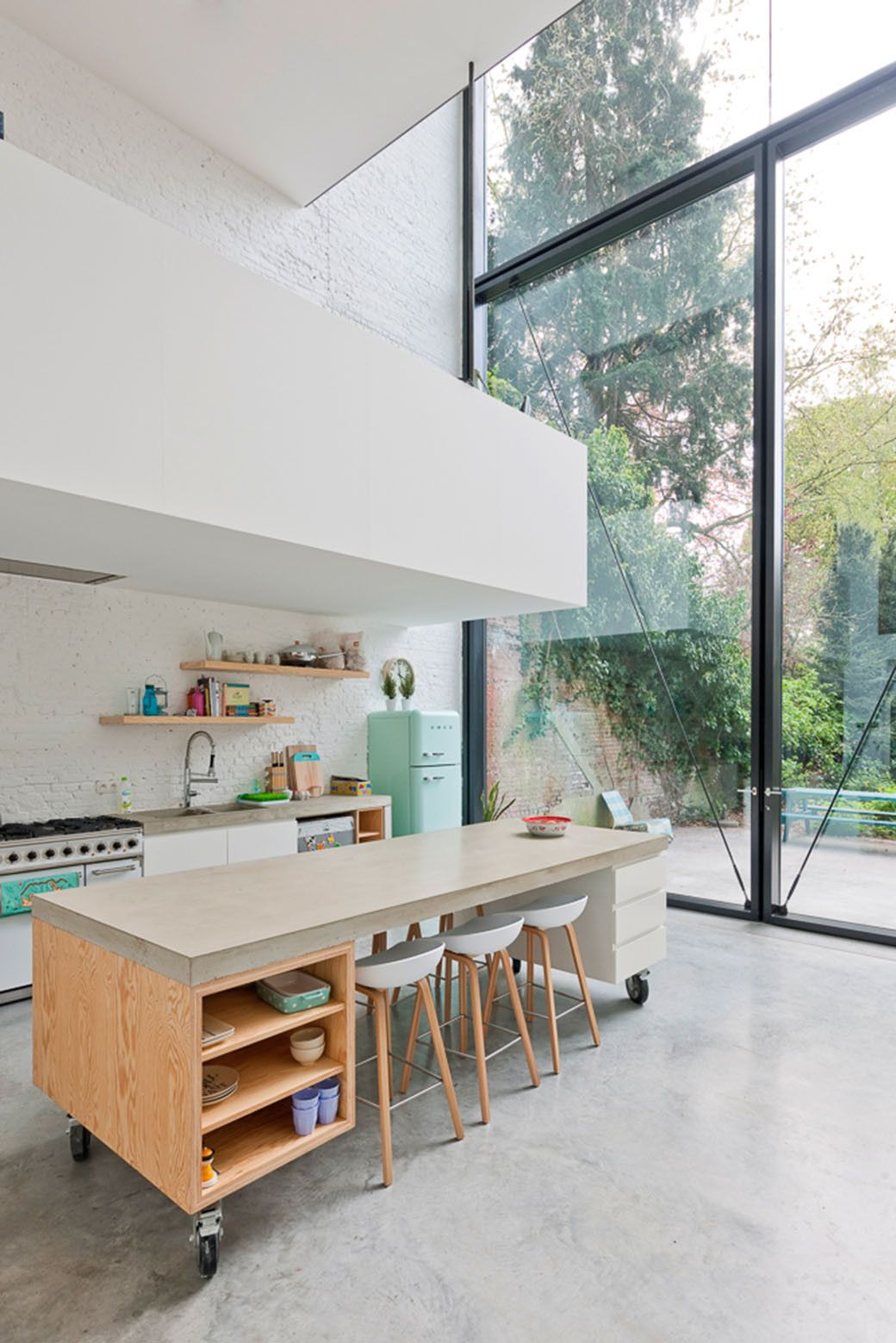 Town House in Antwerp Kitchen with floor to ceiling walls