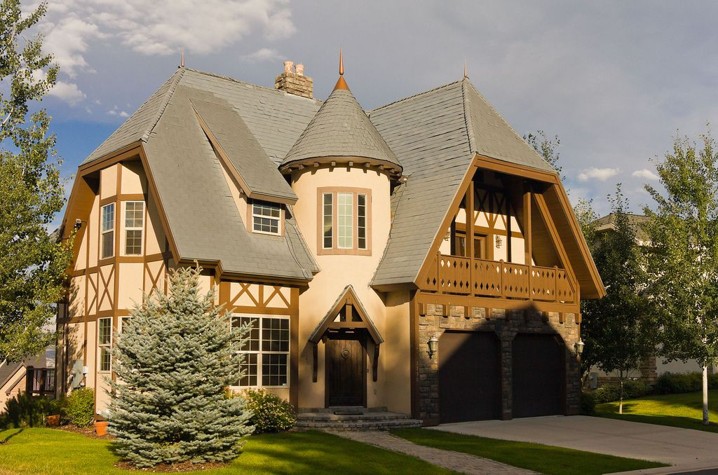 20 tudor style homes to swoon over for Castle homes