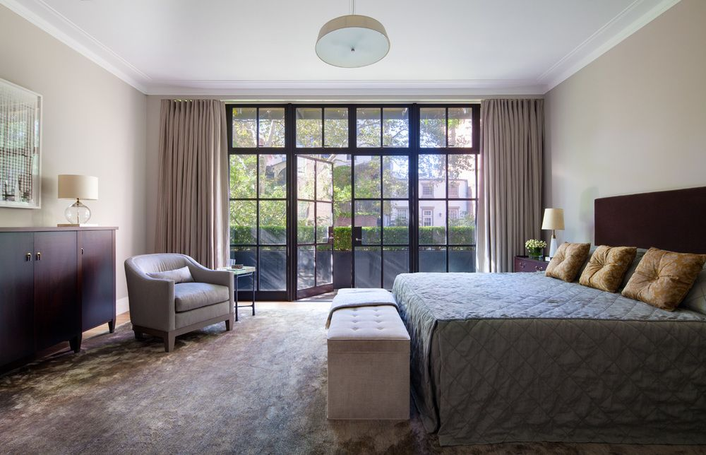 Henderson's design for the master bedroom created aserene room foran equally calming view.