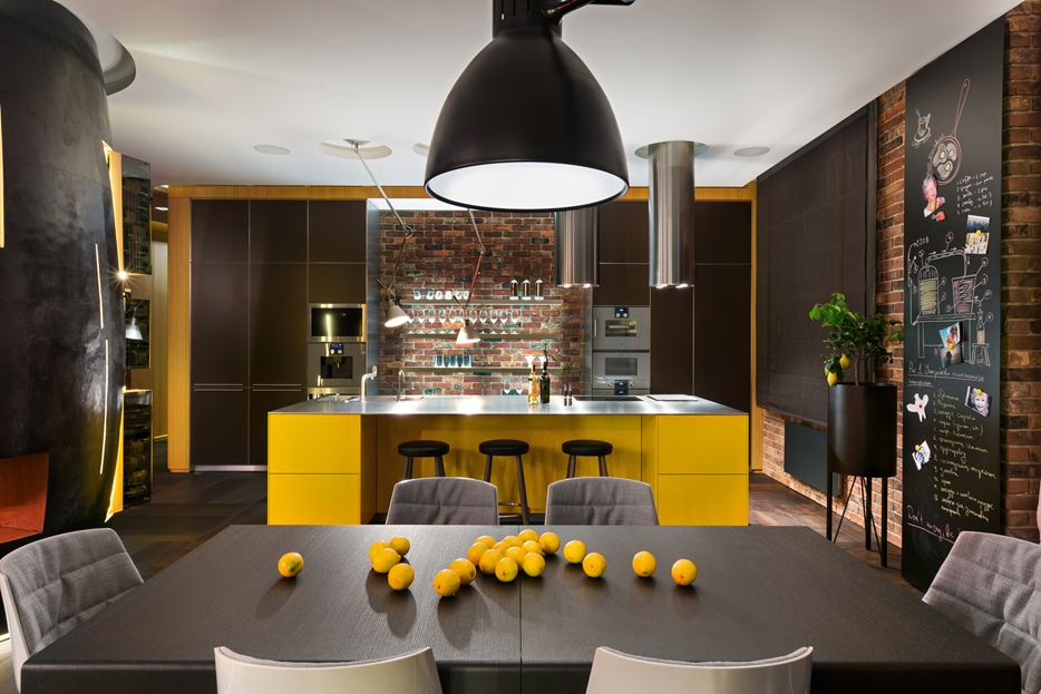 Yellow and bricks accents in kitchen