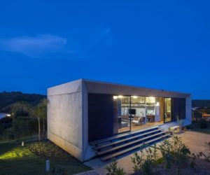 Minimal House Framed By Panoramic Views and Beautiful Landscape