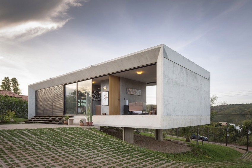 minimal house in brazil built on slope