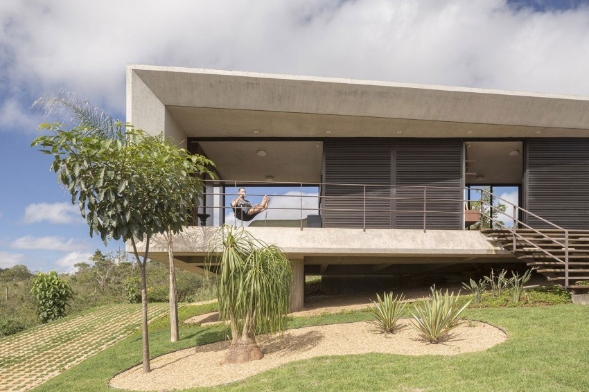 minimal house in brazil exterior panels