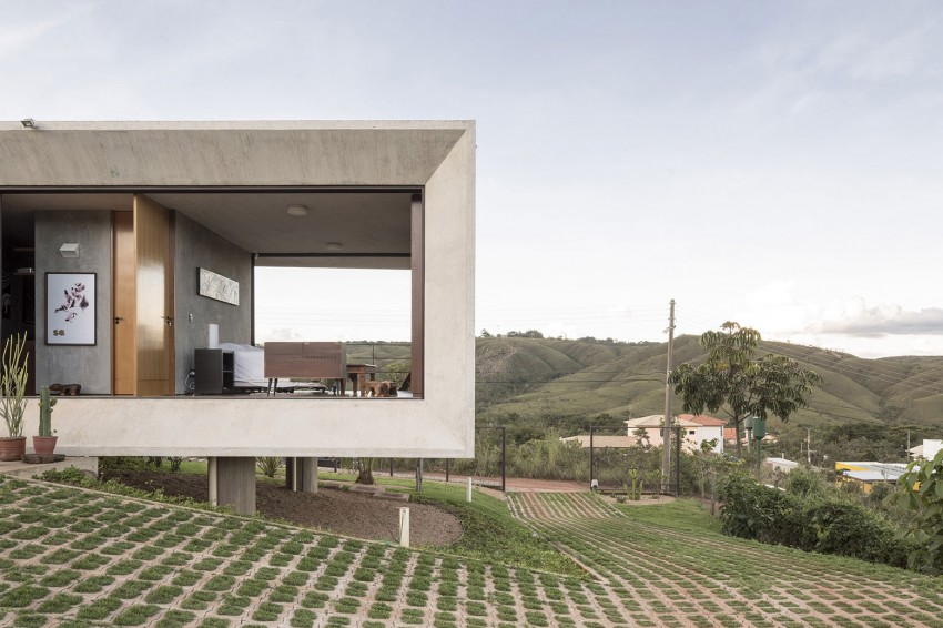 minimal house in brazil views