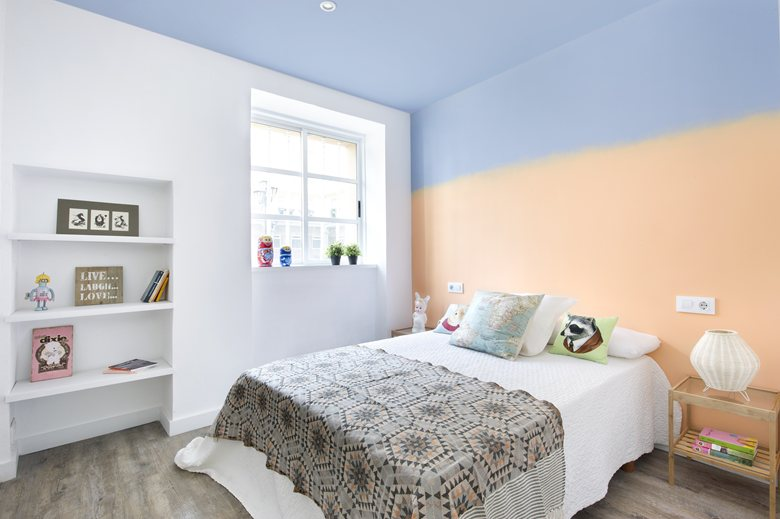 small apartment in Spain bedroom ombre wall