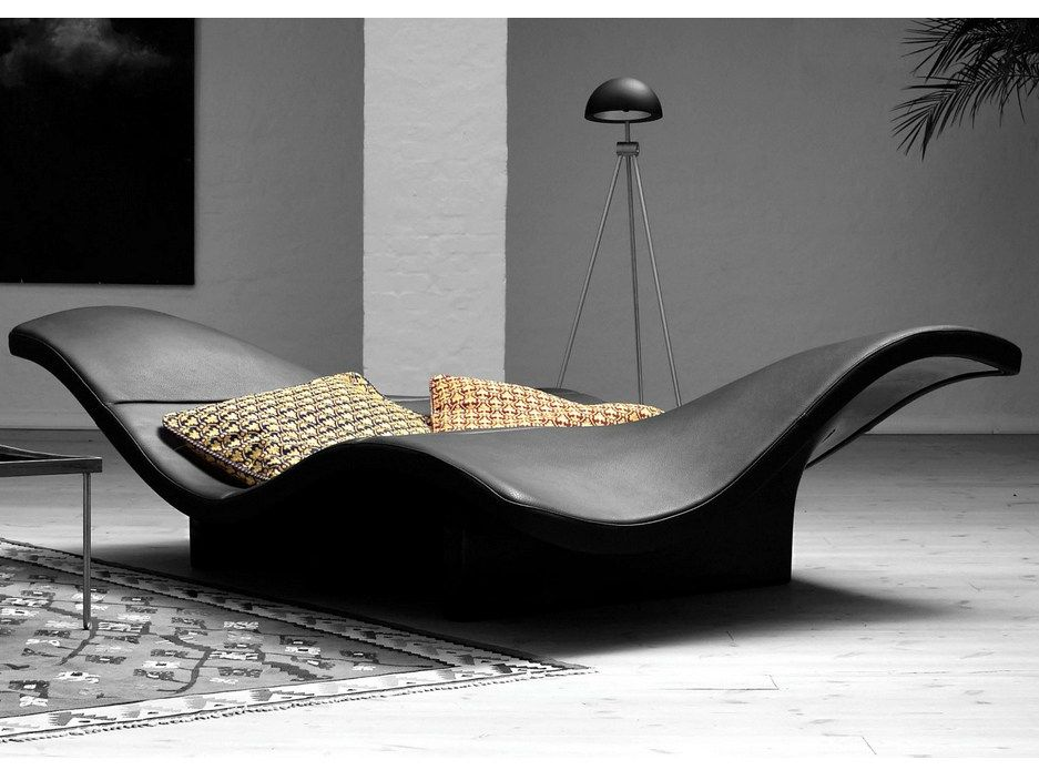 Black waves day bed