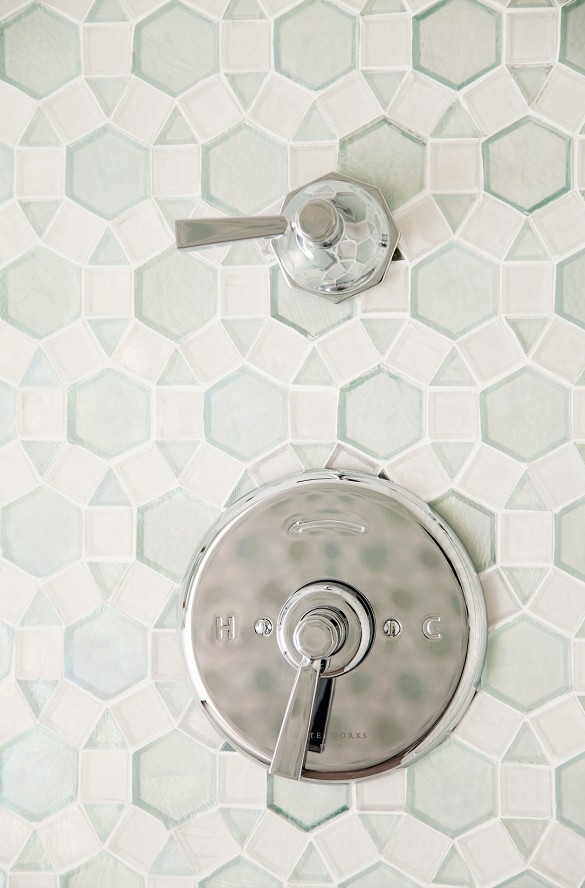 Calm and airy tiles for shower