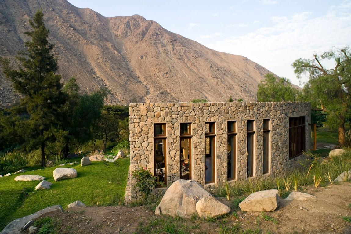 Casa Chontay use of natural materials in construction