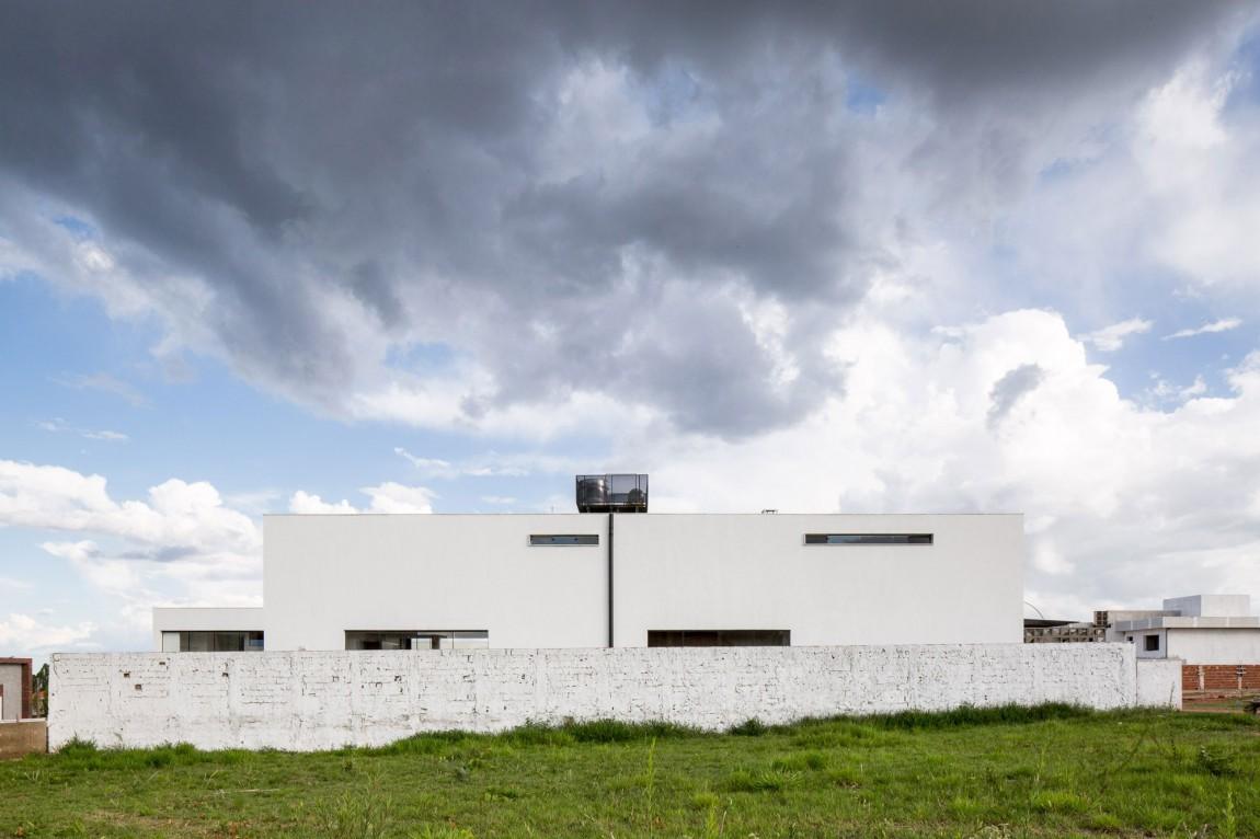 Casa MCO white facade