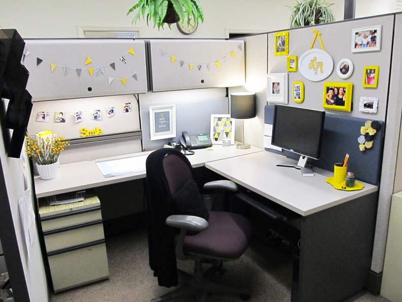 Office Desk Ideas Choose a color scheme for your cubile decor